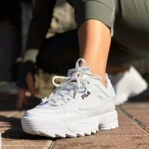 WOMEN'S FILA DISRUPTOR 2 SIZE 5.5 OR 4 YOUTH